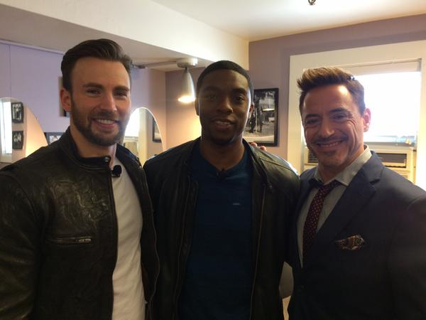 Photo du Twitter de Robert Downey Jr. avec  Chris Evans et Chadwick Boseman.