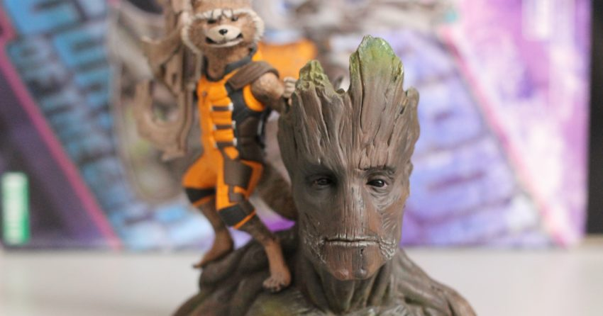 Photo de la figurine Kotobukiya Rocket Raccoon et Groot avec un gros plan sur Groot