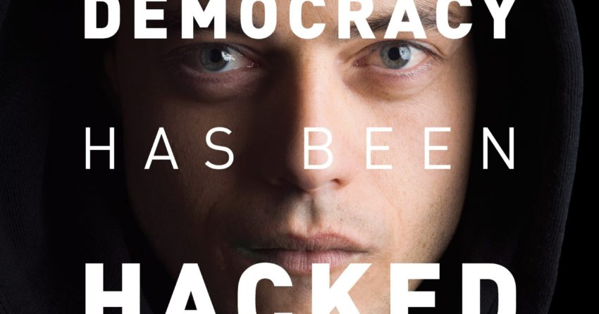 Poster pour la saison 1 de Mr. Robot avec Rami Malek et la tagline 'Our democracy has been hacked'