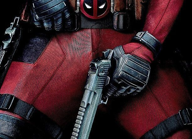 Poster du film Deadpool réalisé par Tim Miller avec la tagline Wait 'til you get a load of me