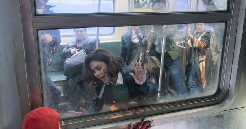 Photo de Powerless avec Vanessa Hudgens et la super-héroïne Crimson Fox