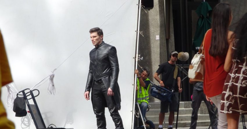 Photo du tournage de la série Marvel Inhumans à Honolulu avec Black Bolt (Anson Mount)