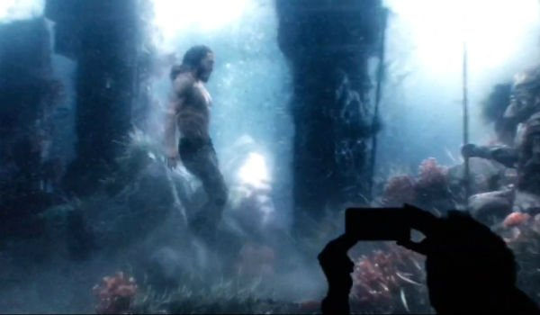 Photo d'un test footage avec Aquaman sous l'eau pour le film Justice League