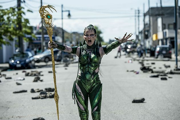 Photo de la version 2017 de Power Rangers avec Rita Repulsa