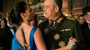 Photo de Wonder Woman et Ludendorff en train de danser