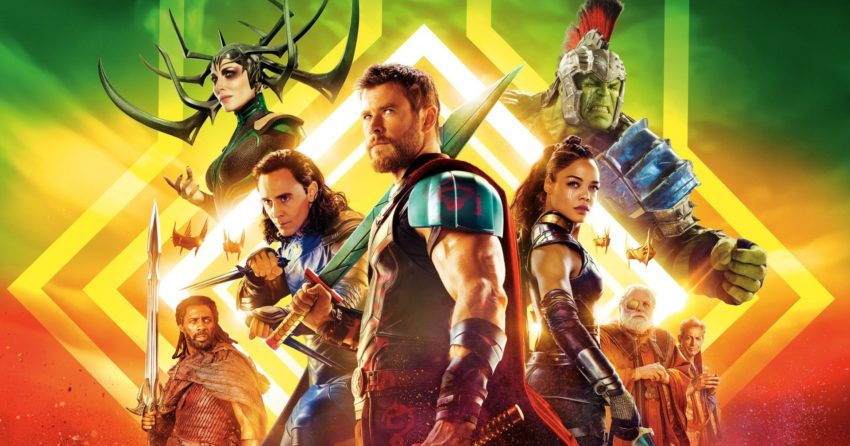 Bannière du film Thor: Ragnarok réalisé par Taika Waititi, d'après un scénario de Christopher Yost et Craig Kyle, avec Chris Hemsworth, Tom Hiddleston, Tessa Thompson, Mark Ruffalo, Idris Elba, Anthony Hopkins, Cate Blanchett, Jeff Goldblum et Karl Urban