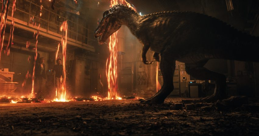 Photo du film Jurassic World: Fallen Kingdom avec Bryce Dallas Howard face à un dinosaure