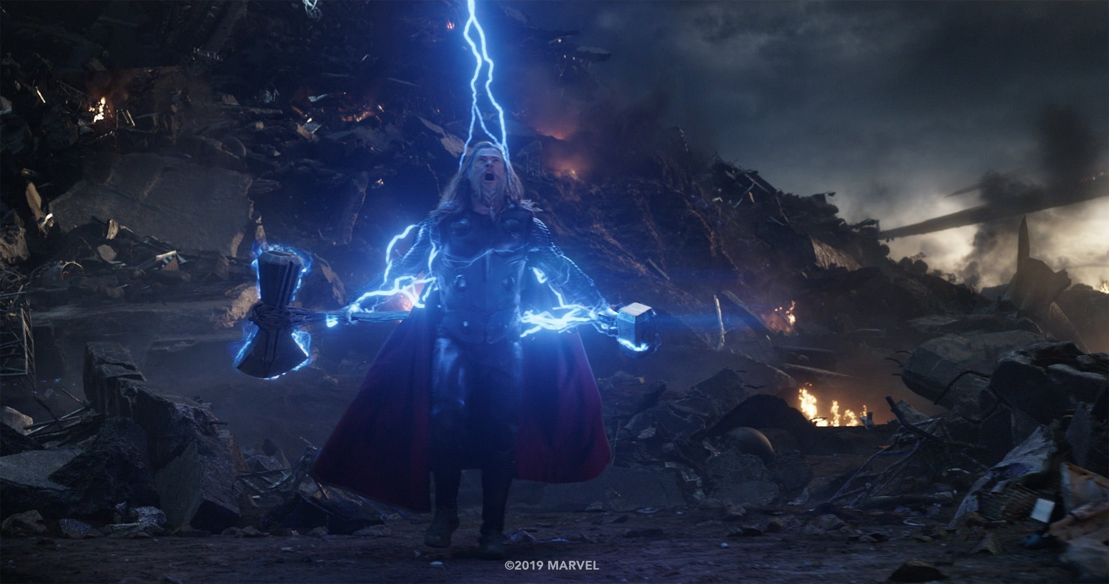 Photo du film Avengers: Endgame avec Thor traversé par la foudre (plan final)