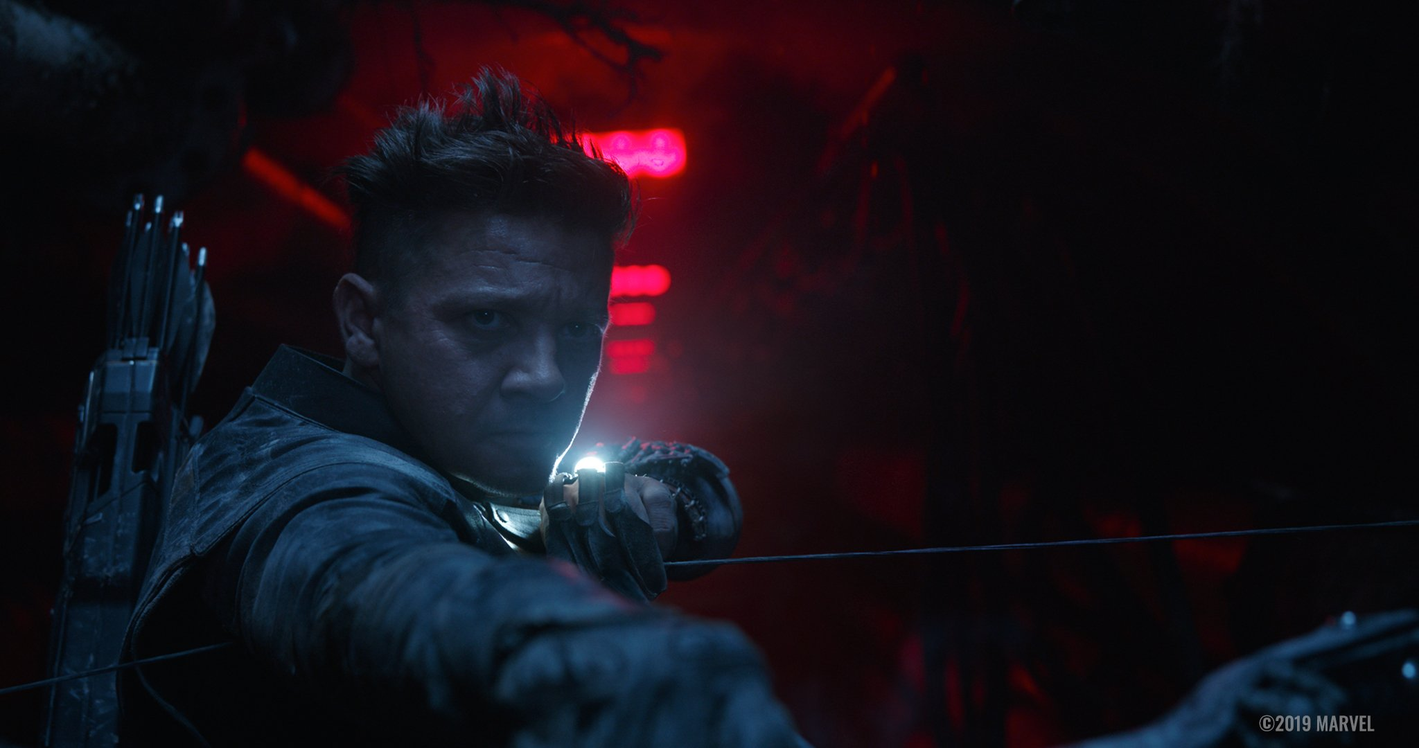 Photo du film Avengers: Endgame avec Hawkeye en train de tendre son arc
