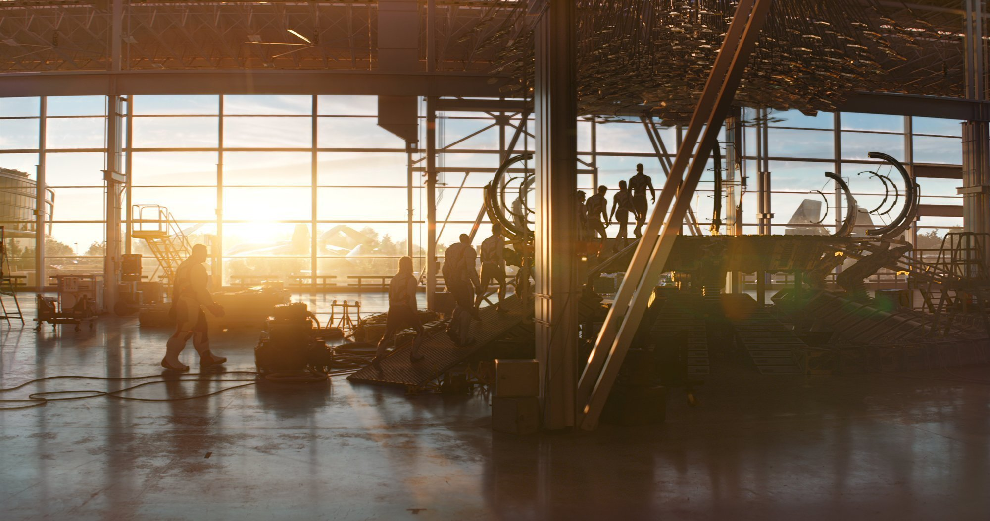 Photo du film Avengers: Endgame avec la machine temporelle au coucher de soleil