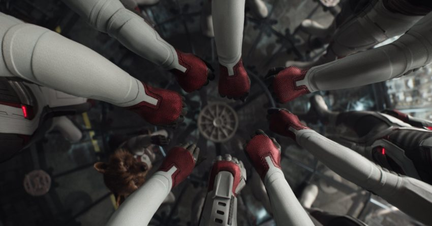 Photo du film Avengers: Endgame avec un croisement de mains
