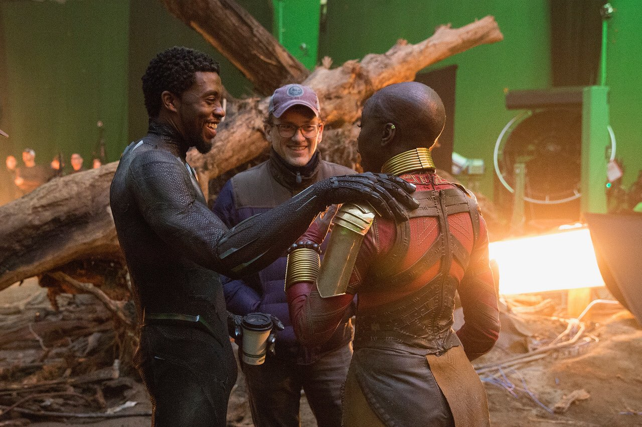 Photo du tournage du film Avengers: Endgame avec Black Panther, Anthony Russo et Danai Gurira