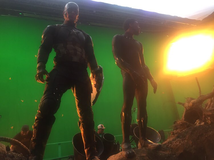 Photo du tournage du film Avengers: Endgame avec Captain America et Black Panther