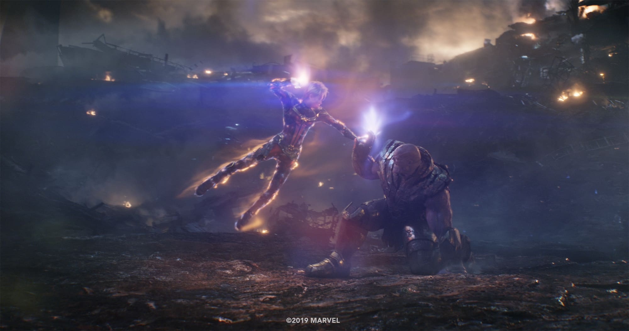 Photo du film Avengers: Endgame avec Captain Marvel contre Thanos (plan final)
