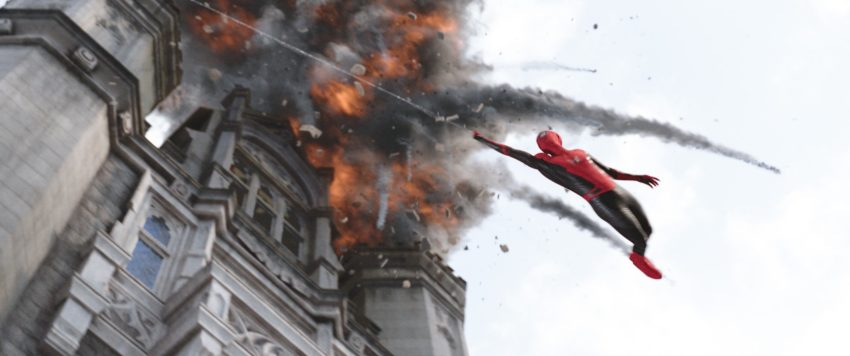 Photo du film Spider-Man: Far From Home avec Tom Holland en train de tisser sa toile toile à Londres
