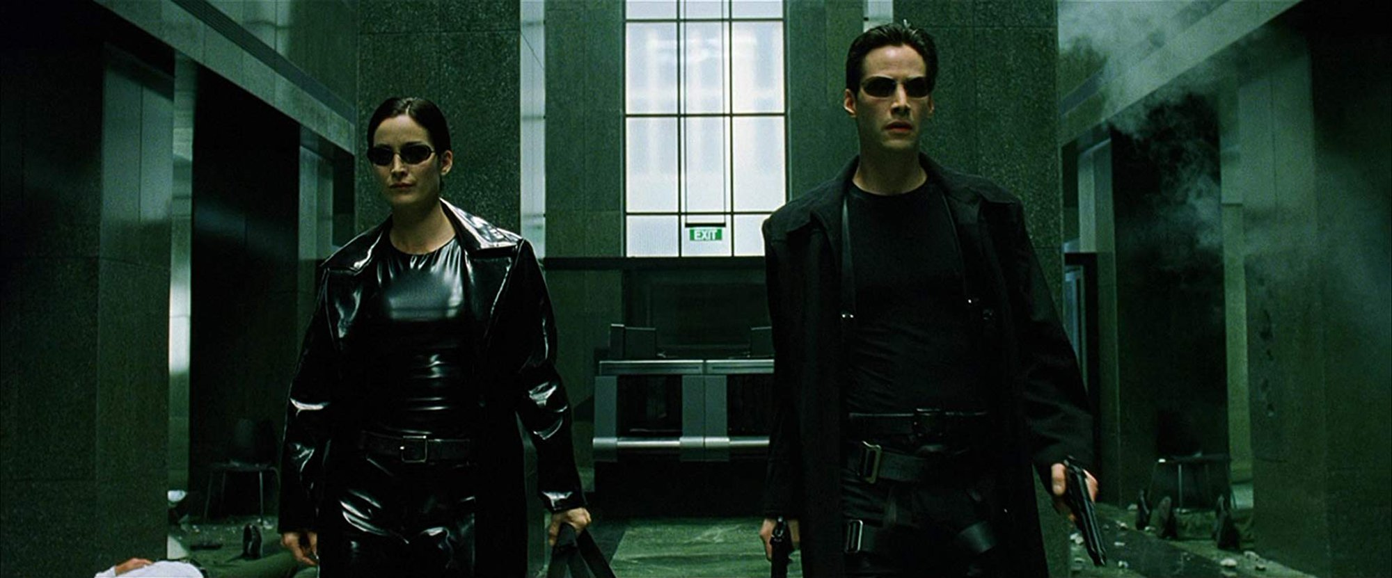 "Photo du film Matrix avec Carrie-Anne ""Trinity"" Moss et Keanu ""Neo"" Reeves"