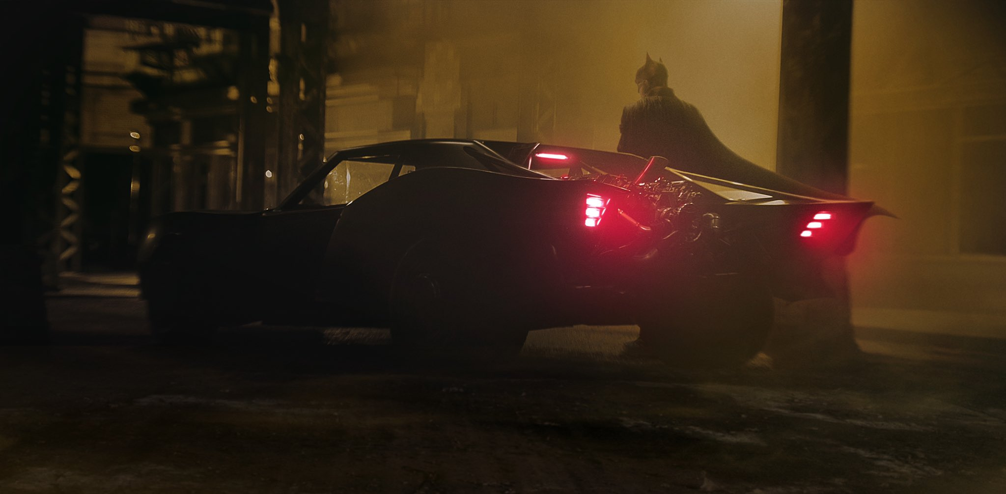 Photo de l'arrière de la Batmobile avec Robert Pattinson pour le film The Batman